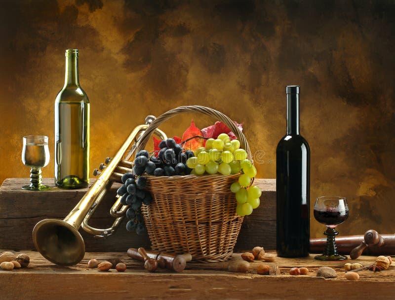 Het nog-leven met wijn en trompet