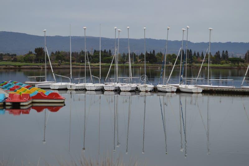Het nog water, zoals een spiegel royalty-vrije stock foto's