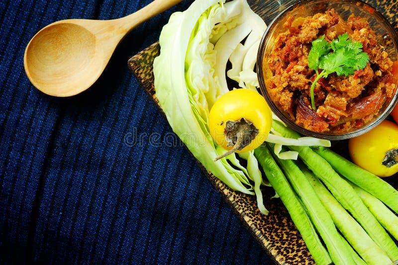 Het noordelijke Thaise Vlees en de Tomaat de Kruidige Onderdompeling of het Thaise Noordelijke Deeg van Stijlspaanse pepers verse royalty-vrije stock fotografie