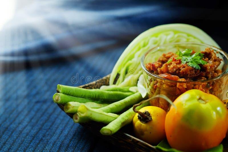 Het noordelijke Thaise Vlees en de Tomaat de Kruidige Onderdompeling of het Thaise Noordelijke Deeg van Stijlspaanse pepers verse royalty-vrije stock afbeeldingen