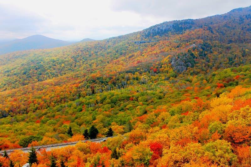 Het noorden Carolina Mountains in de Herfst stock afbeelding