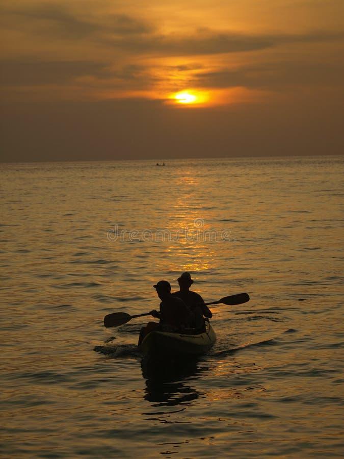 Het oceaan kayaking royalty-vrije stock afbeeldingen