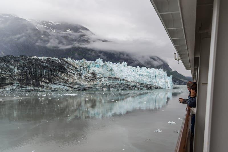 Het oceaan kruisen op Volendam bij Gletsjerbaai, Alaska stock fotografie