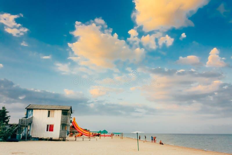 Het Oekraïense centrum van de toeristenrecreatie op kust stock foto