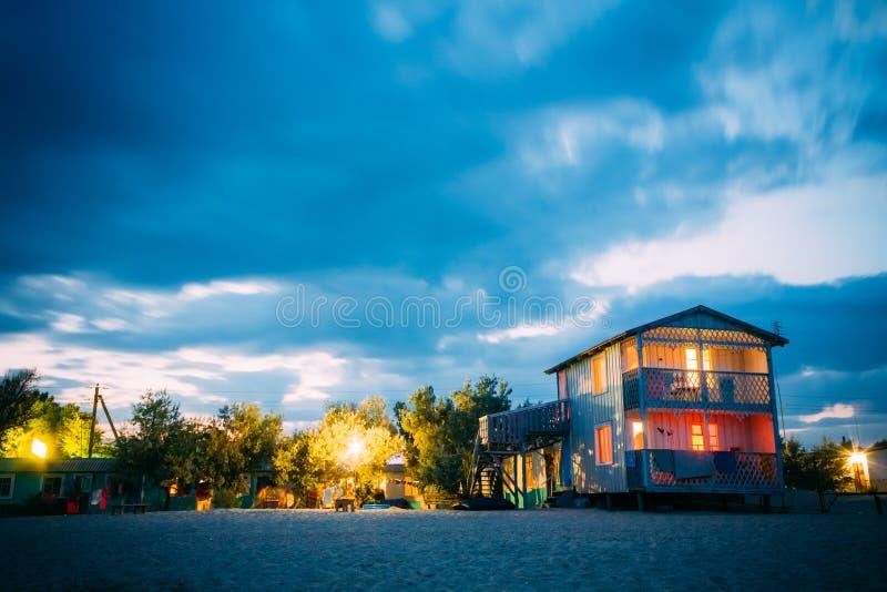 Het Oekraïense centrum van de toeristenrecreatie op kust stock afbeeldingen