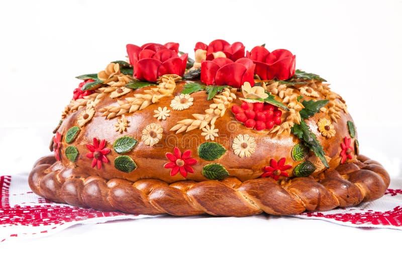 Het Oekraïense feestelijke Brood van de bakkerijvakantie op wit stock afbeeldingen