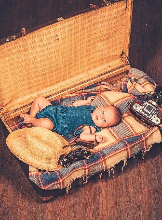 Het ogenblik van Nice Portret van gelukkig weinig kind Snoepje weinig baby Het nieuwe leven en geboorte Familie Kinderverzorging  royalty-vrije stock afbeeldingen