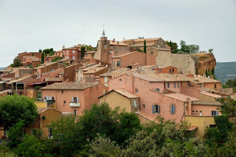 Het oker-gekleurde dorp van Roussillon, Frankrijk stock foto's
