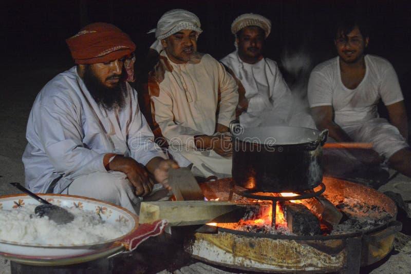 Het Omani Bedu-koken stock fotografie