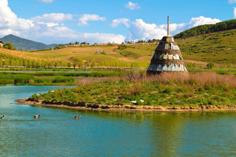 Het omringen van Klooster Songzanlin bij shangr-La stock foto's