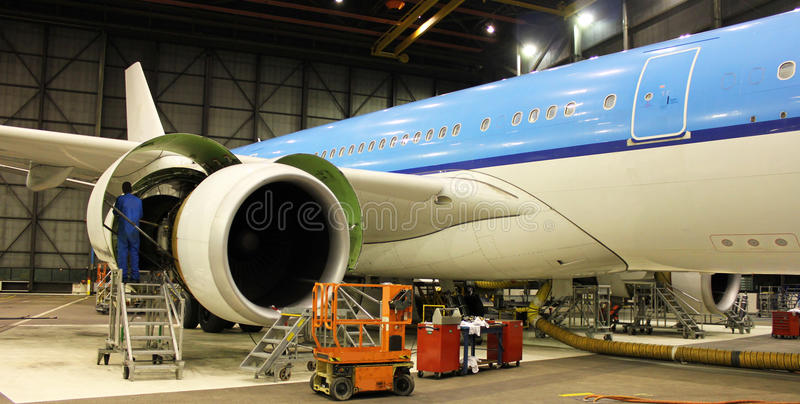 Het onderhoud van vliegtuigen stock afbeelding