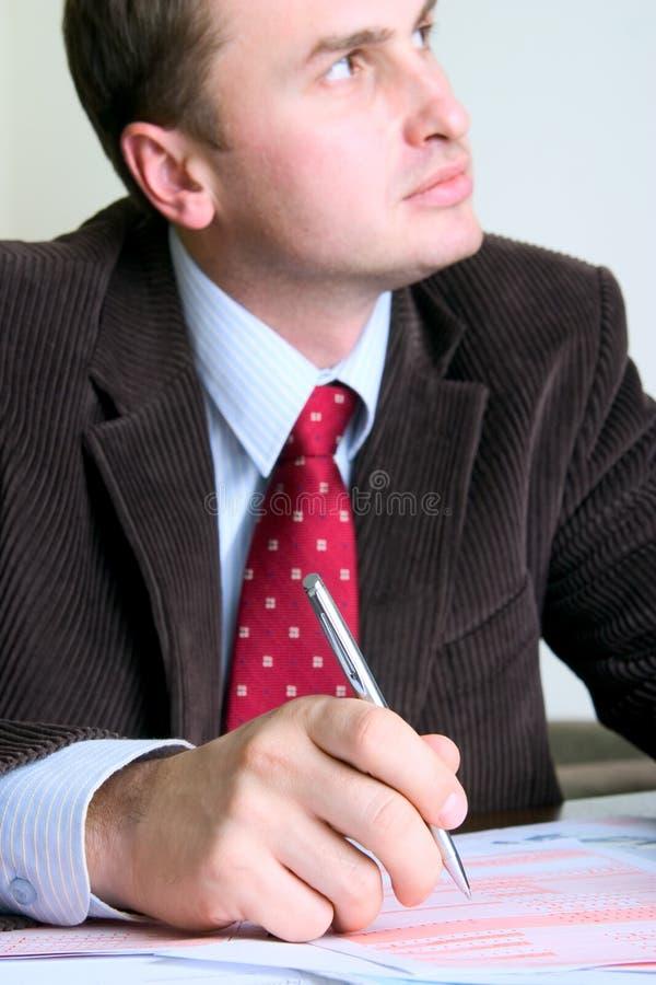 Het ondertekenen van bedrijfsdocumenten stock foto's