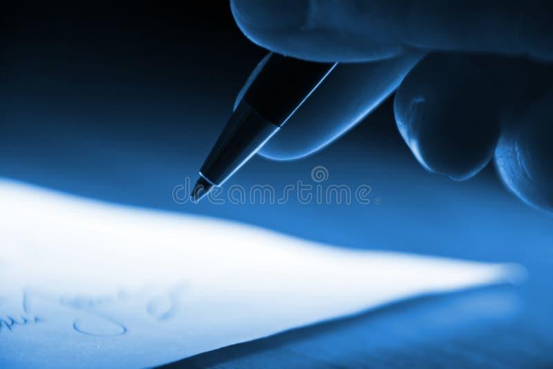 Het ondertekenen van het contract stock fotografie