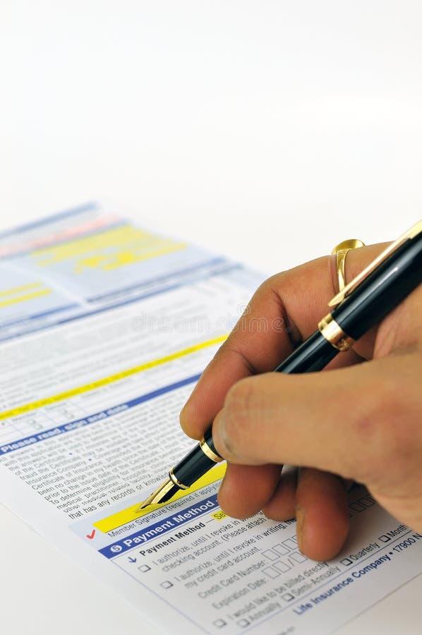 Het ondertekenen van wettelijke vorm stock foto