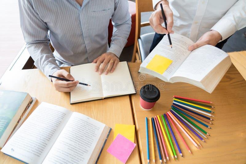 Het onderwijs en het schoolconcept, studentencampus bevorderen de de achterstand inlopend Lezing van de Instellingsvriend en Exam stock afbeeldingen