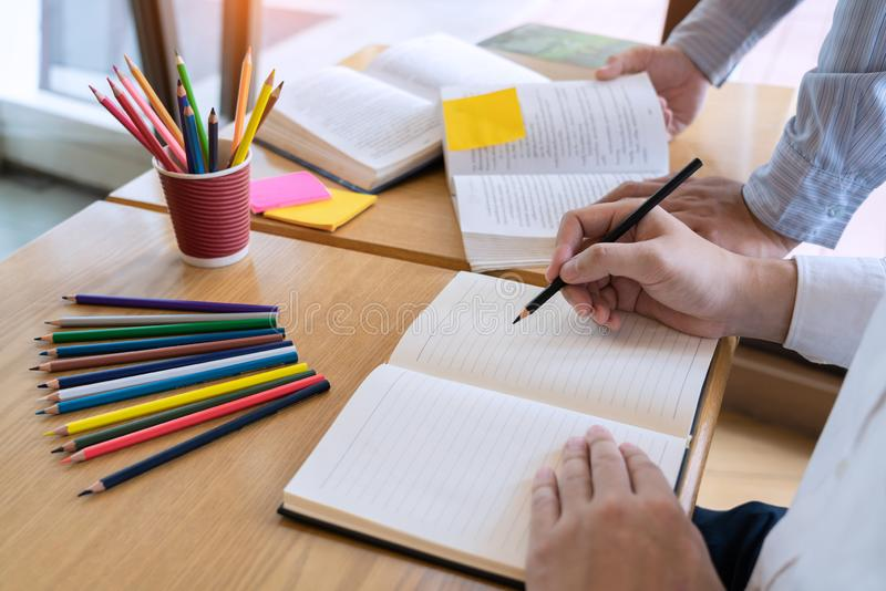 Het onderwijs en het schoolconcept, studentencampus bevorderen de de achterstand inlopend Lezing van de Instellingsvriend en Exam stock foto's