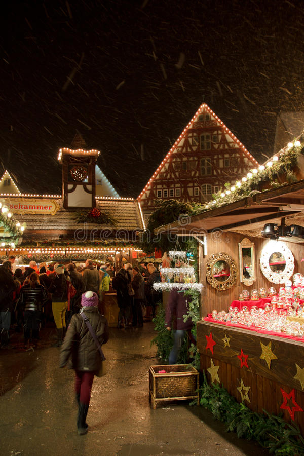 Het onderzoeken van de Markt van Kerstmis Esslingen royalty-vrije stock foto