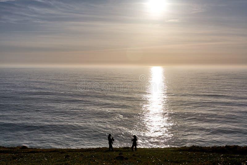 Het onderzoeken van Portugal De oceaan van Caboda Roca en bergenmening landsc stock foto
