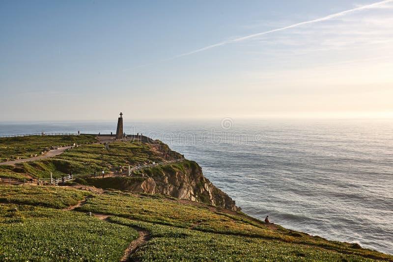 Het onderzoeken van Portugal De oceaan van Caboda Roca en bergenmening landsc royalty-vrije stock fotografie