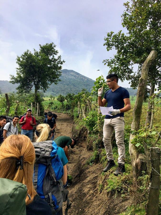 Het onderzoeken van vulkanen rond Antigua, Guatemala royalty-vrije stock afbeeldingen
