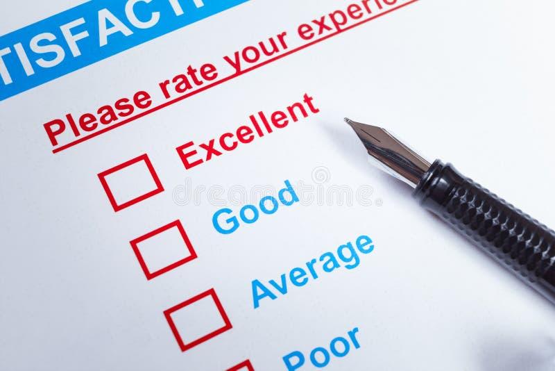 Het onderzoekscheckbox van de klantentevredenheid met classificatie en pen, kan u royalty-vrije stock afbeelding