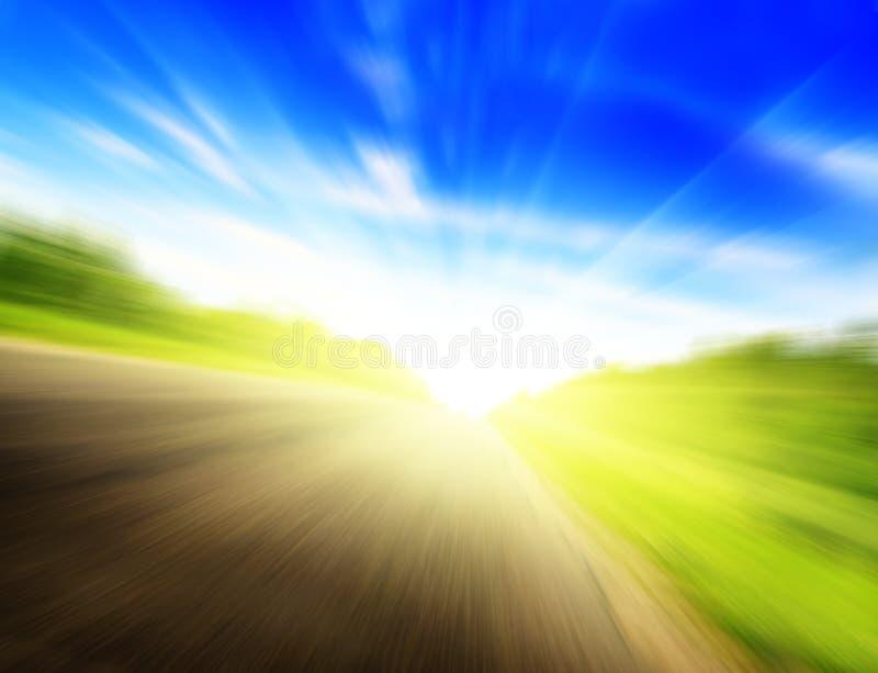 Het onduidelijke beeldweg en zon van de motie royalty-vrije stock foto's