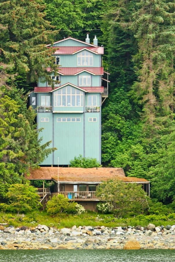 Het Ongebruikelijke Huis Auke Bay Near Juneau van Alaska royalty-vrije stock foto's