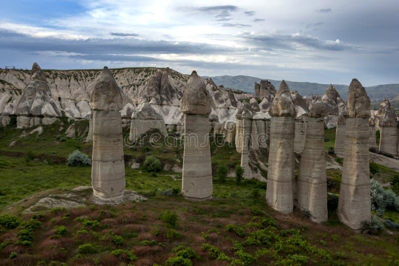 Het ongelooflijke landschap in Liefdevallei dichtbij Goreme in het Cappadocia-gebied van Turkije stock foto's