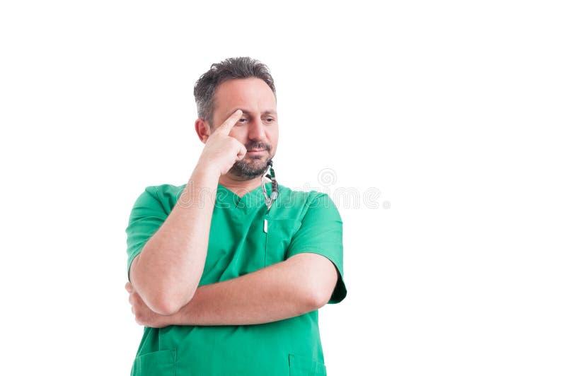 Het ongerust gemaakte arts denken stock foto