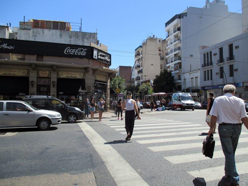 Het ongeval gisteren, 7 Februari, wordt de daling van hoekhomero manzi buenos aires ArgentinanMotorcyclist onderaan de straat bij royalty-vrije stock afbeelding