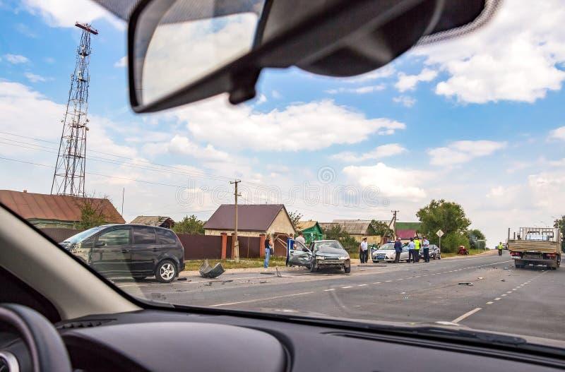 Het ongeval op de weg De mening van het autoraam stock foto