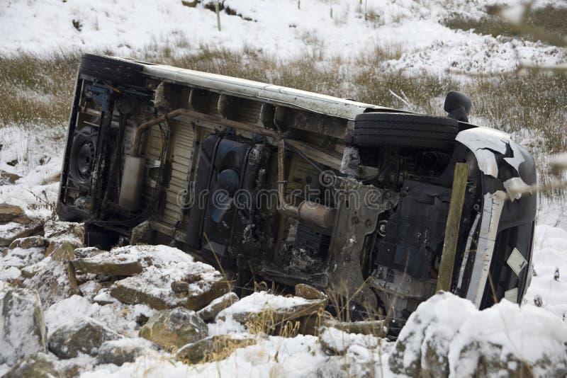 Het ongeval van de auto in sneeuw stock afbeelding