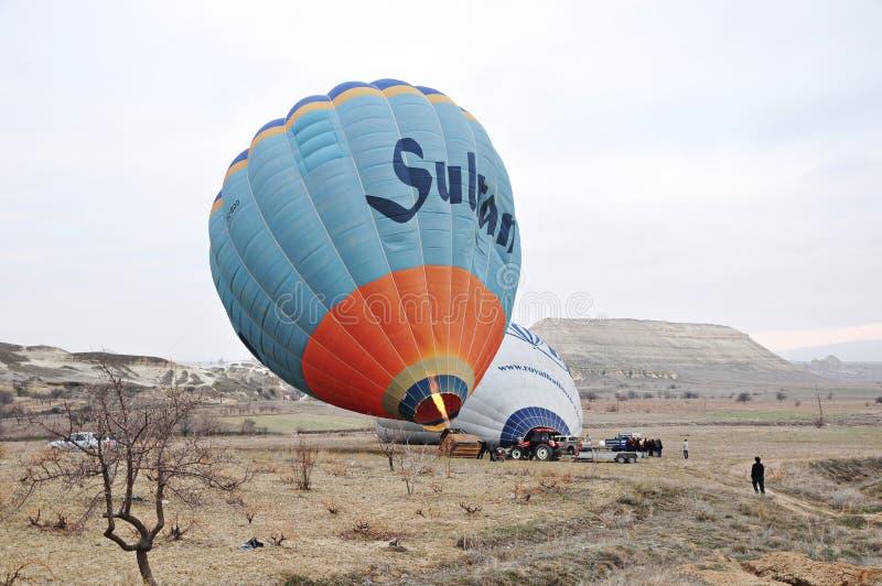 Het ongeval van de de ballonballon van de Cappadocialucht vóór vlucht in Cappadocia, Turkije royalty-vrije stock afbeeldingen