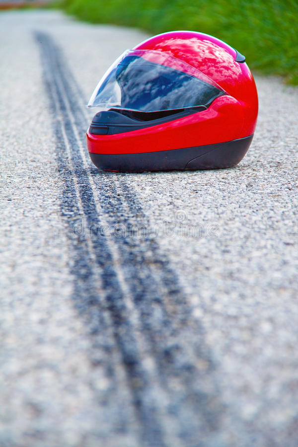 Het ongeval van de motorfiets. Het teken van de steunbalk op verkeer stock afbeelding