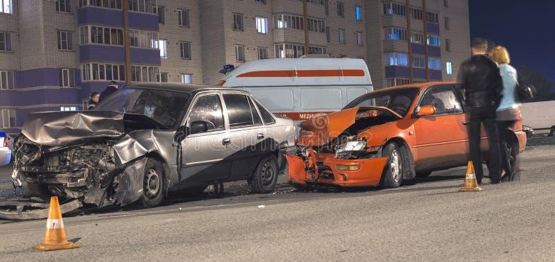 Het ongeval van de nachtauto stock fotografie