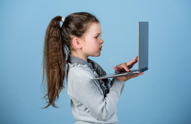 Het online cursussen privé onderwijs r Weblog in virtuele wereld online het winkelen blog stock foto