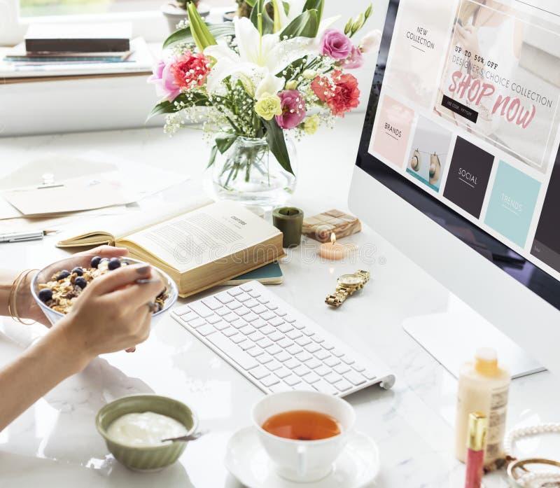Het online het Winkelen Concept van de Verkoopkorting stock afbeelding