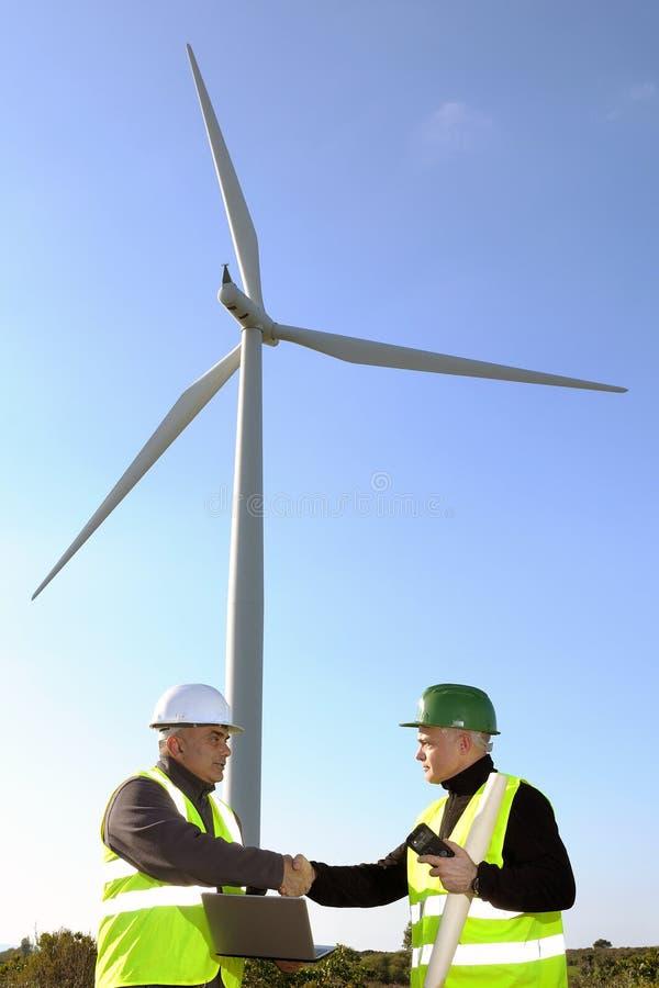 Het ontdekken van de turbines van de installatiewind royalty-vrije stock foto's