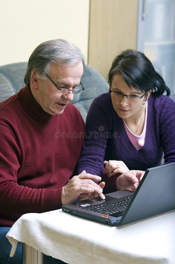 Het ontdekken van laptop royalty-vrije stock afbeeldingen