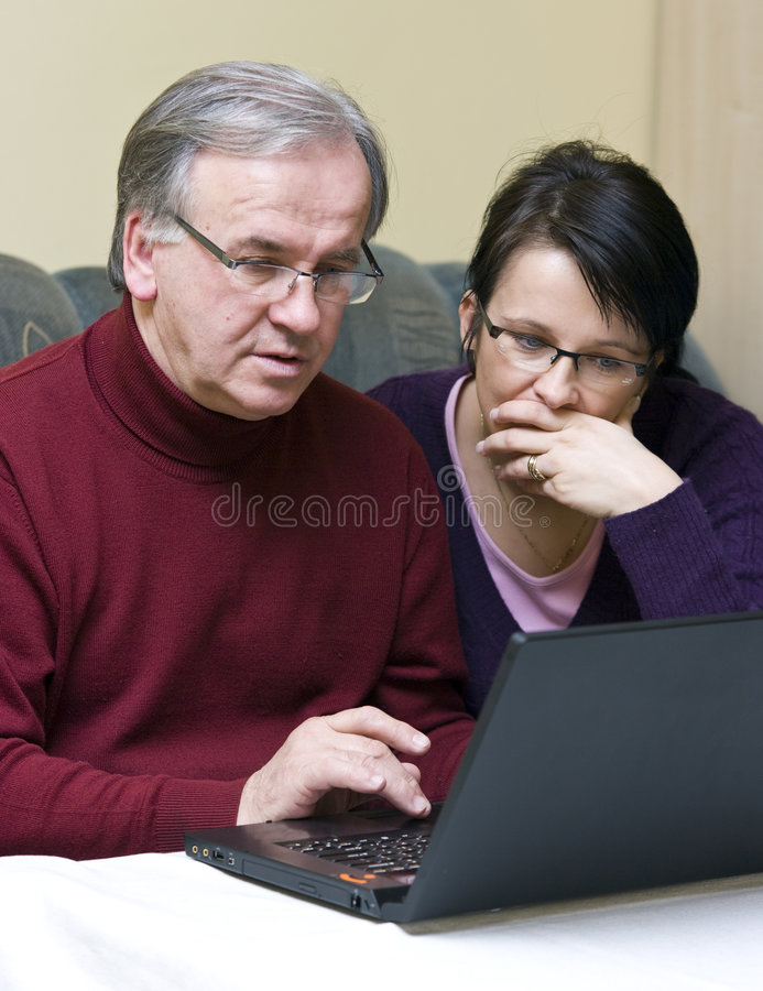 Het ontdekken van laptop stock foto