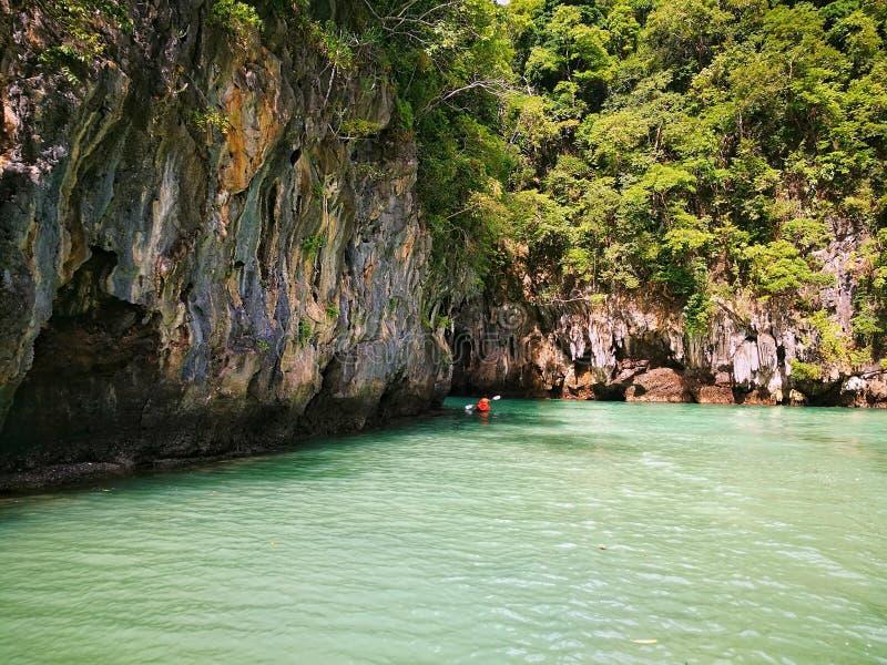 Het ontdekken van Thailand, Kayaking stock afbeelding