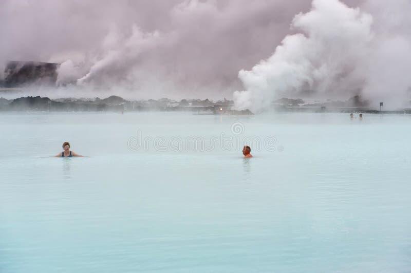 Het ontspannen in de Blauwe Lagune stock fotografie
