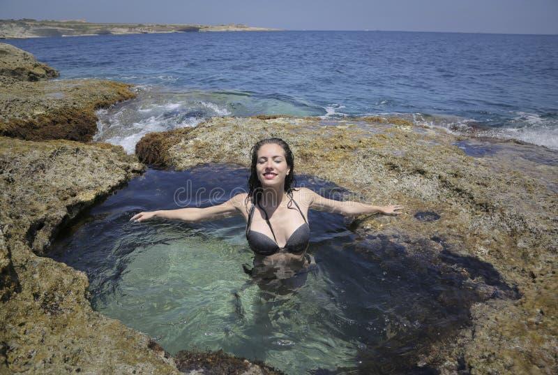 Het ontspannen in het water royalty-vrije stock afbeeldingen