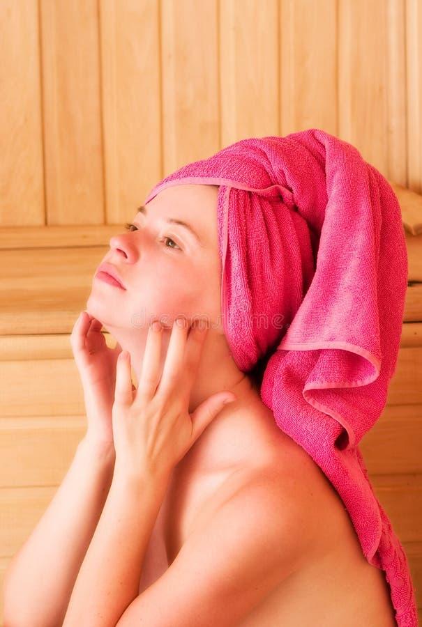 Het ontspannen in sauna royalty-vrije stock foto