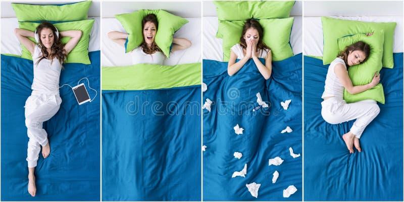 Het ontspannen van de vrouw op het bed royalty-vrije stock afbeelding