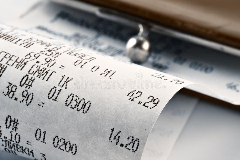 Het ontvangstbewijs dat van het contante geld het bestede geld illustreert royalty-vrije stock fotografie