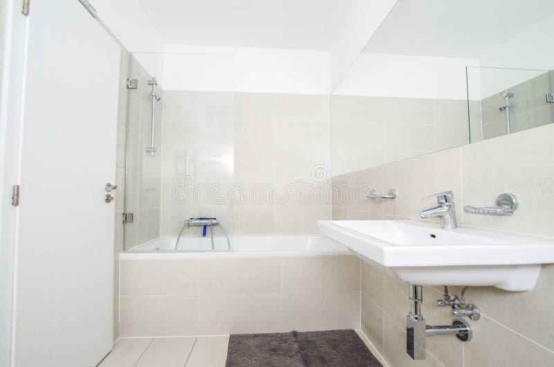 Het ontwerp van de badkamerswasbak stock afbeeldingen
