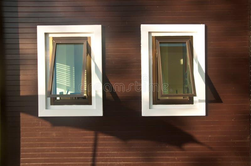 Het ontwerpbinnenland van de venstersjaloezie stock fotografie