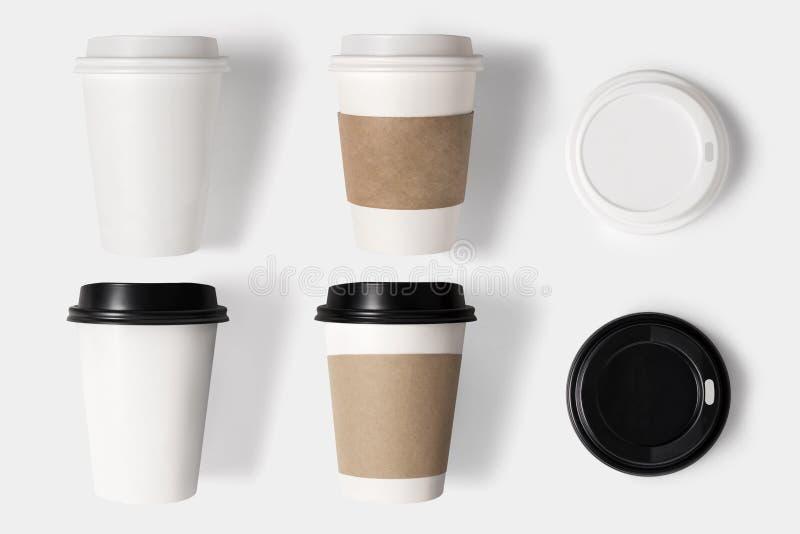 Het ontwerpconcept de kopreeks van de modelkoffie en het deksel plaatsen op witte bac royalty-vrije stock fotografie