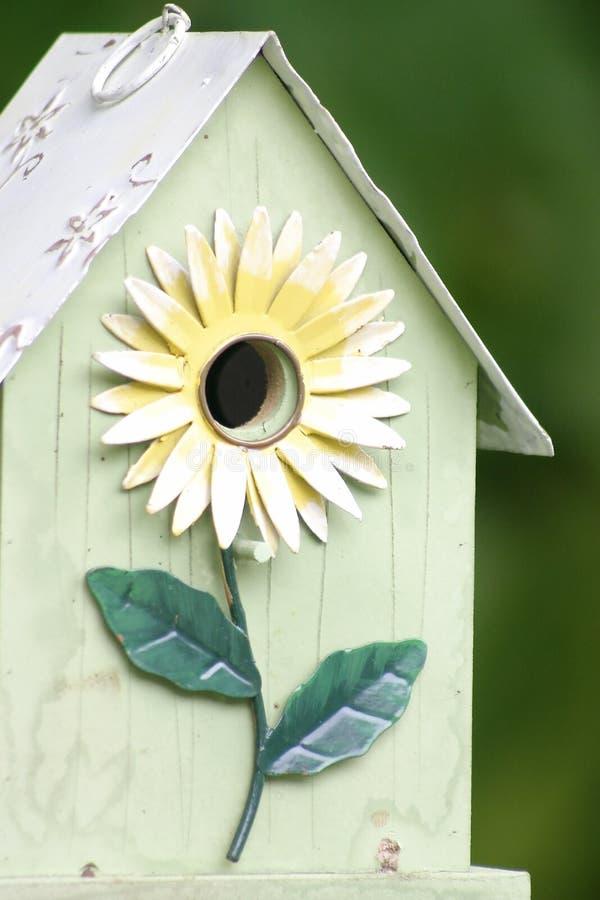 Het ontwerpvogelhuis van de bloem stock foto